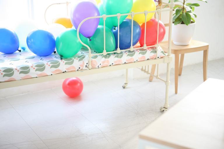 balónky v posteli