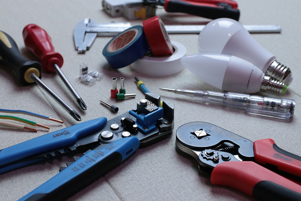 elektrikářské nástroje