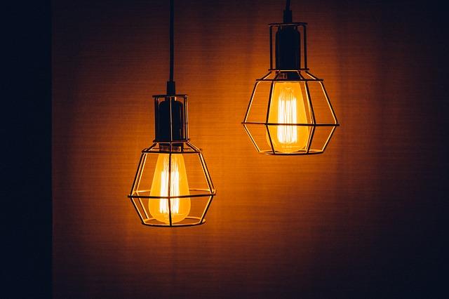 moc lampy